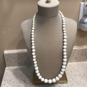 Jewelry - Vintage white chunky necklace